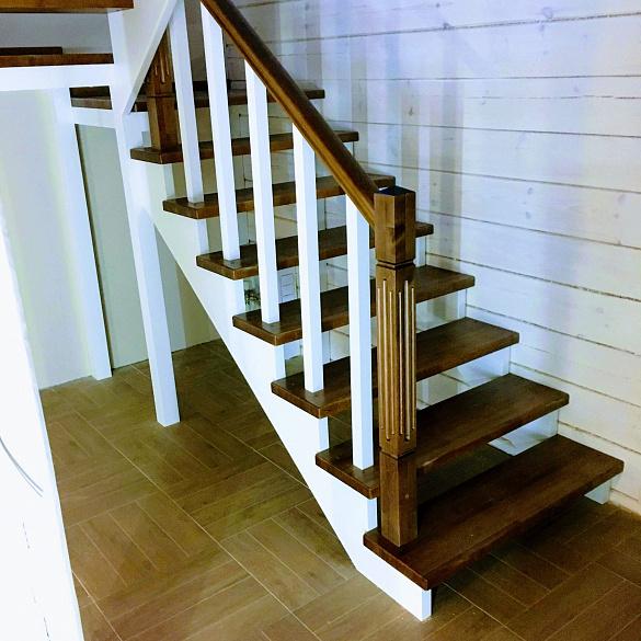 варианты простых деревянных лестниц фото ними